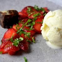 Holunderblüteneis | Brownie | Erdbeeren