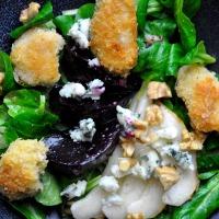 Kalbsbries | fermentierte Rote Bete | Feldsalat | Roquefort